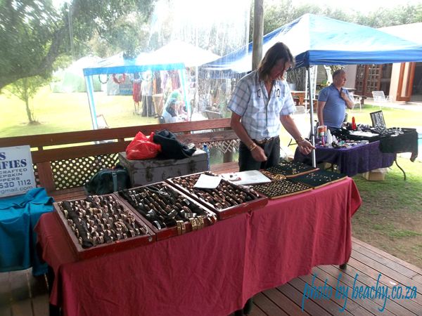 some market stalls at Thomas River