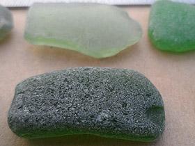 sea glass lot 010719A - green sea glass